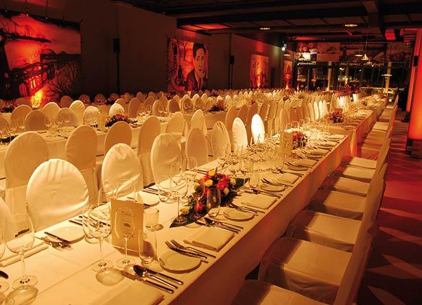 02e16-hamburg-events-hafencity- dinner-mit elbblick