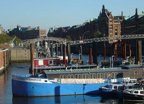 02hhg04hamburg-gallerie-sehenswertes-fluss-schifferkirche-speicherstadt
