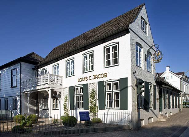 02hot02-hamburg-hotel-aussenansicht-elbe-lj