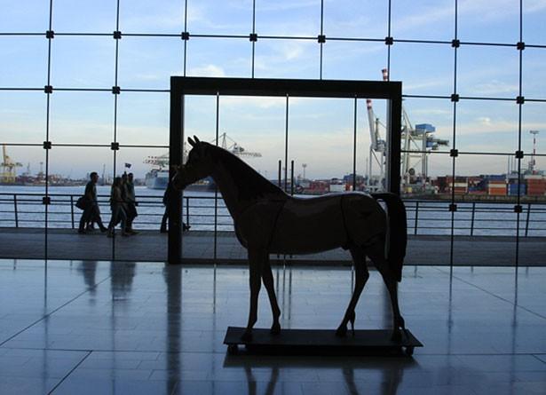 02t04t02hamburg-sightseeing-sehenswertes-kultur-pferd-elbstrasse
