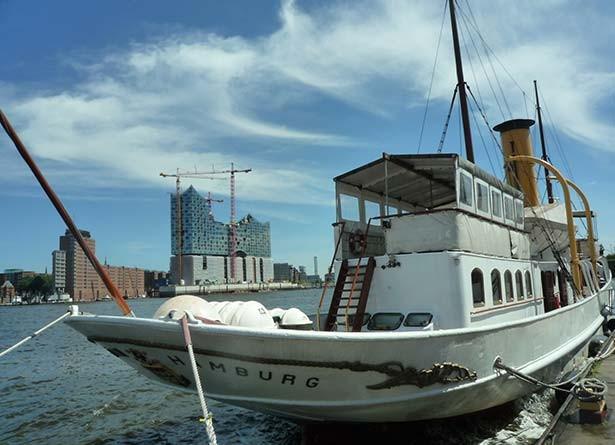 02t05t02hamburg-bootstouren-hafenrundfahrt-dampfschiff